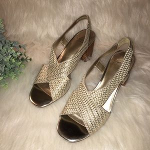 Circa JOAN & DAVID Luxe Size 6M Gold Sandals